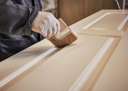фарбування дверей із дерева
