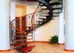 Гвинтові сходи - як самому скласти креслення і зібрати безпечну конструкцію
