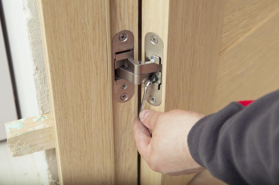 регулювання дверних завісів